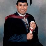 أثناء حفل التخرج بعد نيل شهادة الماجستير من جامعة ويستمينستر عام 1995