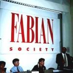 أثناء إلقاء محاضرة في كلية لندن للاقتصاد (LSE) في 18 أيلول عام 2002