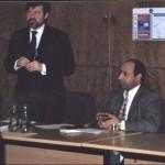محاضرة عن العراق في مبنى الحكومة المحلية في ومبلي-لندن في تشرين الثاني/نوفمبر عام 2002