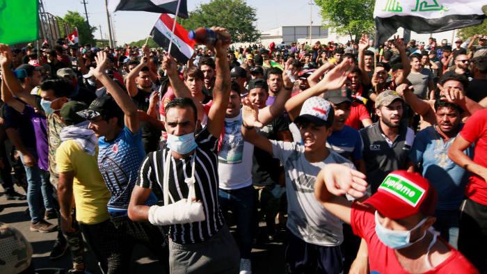 الفساد والعجز يؤجّجان الاحتجاجات في بلاد الرافدين